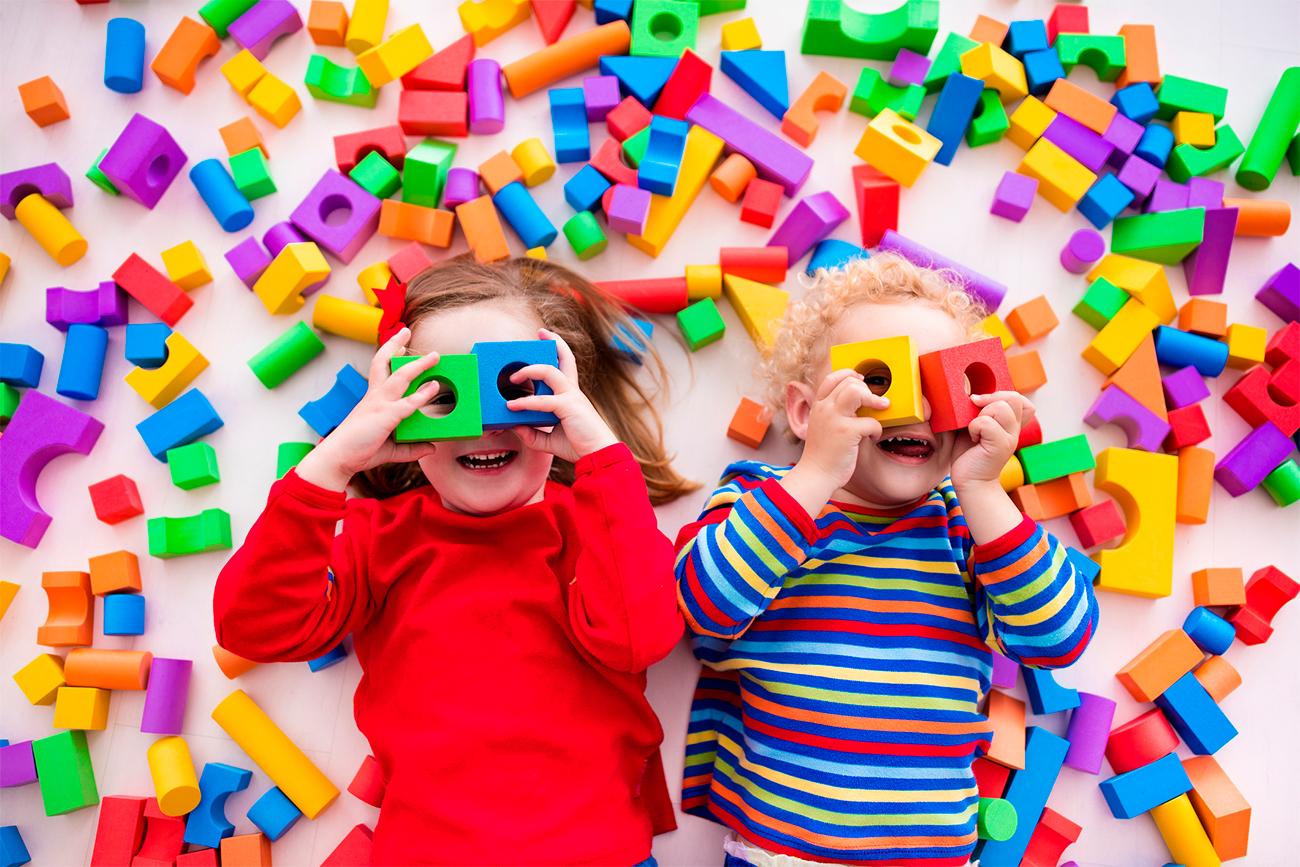 Crianças em casa: 22 brincadeiras e atividades para fazer com os filhos durante a quarentena